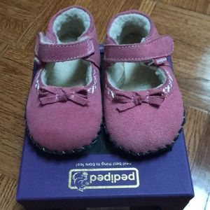 Excellent used pediped pink sheepskin shoes 12-18